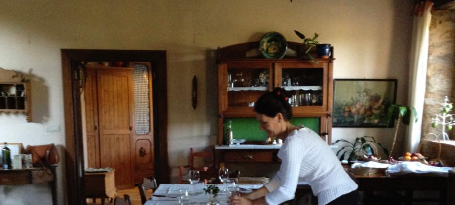 Maria sets the farmhouse table for the Spanish Journeys retreat